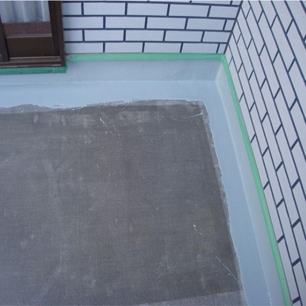 立上り ウレタン防水     先に立上りを塗ります。その方がサッシ下場など見えにくい所までウレタンが塗れます。