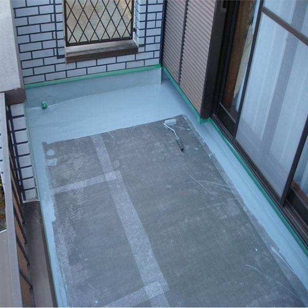ウレタン一層目。平場も塗っていきます。