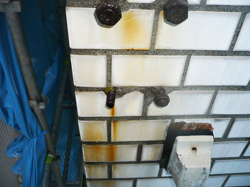 外壁タイルなどの洗浄に使用する洗浄剤 ビフォー
