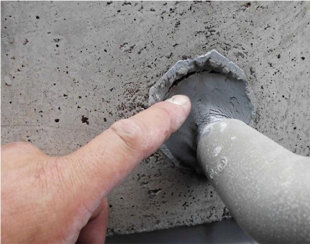 外壁と配管取合い シーリング劣化