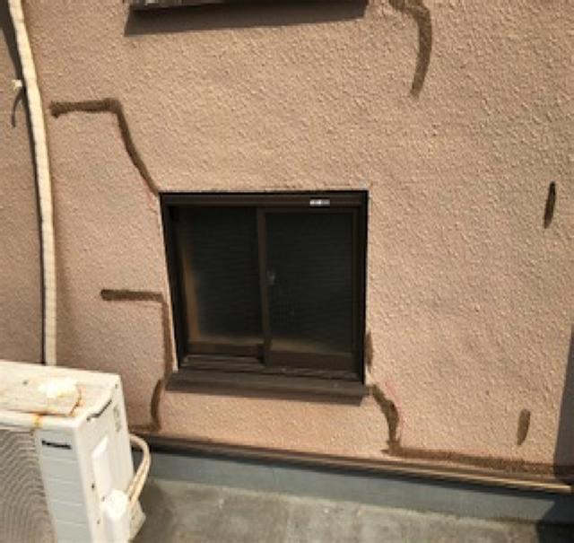 東京港区Nマンション外壁防水工事 小さいクラック 防水材刷毛引き