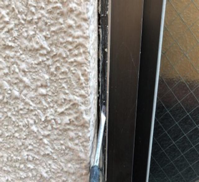 東京港区Nマンション外壁防水工事 窓廻り 既存シーリング撤去