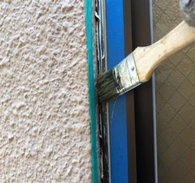 東京港区Nマンション外壁防水工事 窓廻り プライマー塗布