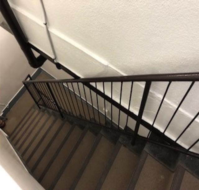 東京港区Nマンション外壁防水工事 階段 上塗り完了