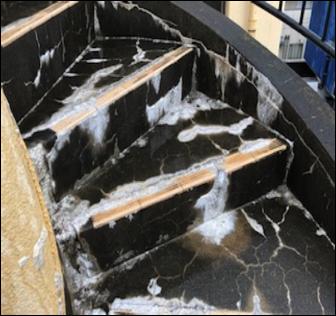 階段 エフロレッセンス